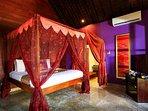 Villa Pushpapuri - Purple room furnishings