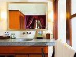 Villa Pushpapuri - Purple room ensuite features
