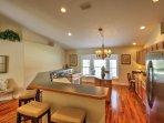 L'affascinante casa dispone di 2.400 piedi quadrati di spazio vitale ben arredate e comprende questa spaziosa...