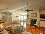 Pavimenti in legno, soffitti a volta e colori tenui conferiscono agli interni un semplice, aspetto ancora rinfrescante.