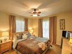 La quarta camera da letto dispone di un letto queen-size.