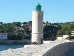 Le phare sur le port de Cassis