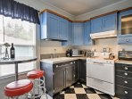 You will have no problem preparing a delicious meal in the fully equipped kitchen with bar table and 2 stools.