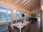 Cosy dining area with view of Lake Como