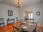 4 to 6 guests can be seated at the table.