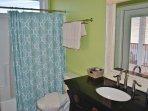 1st Fl King Bathroom