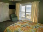 Queen Beach Front Bedroom With Cable TV/DVD