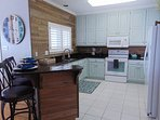 Lovely, light and bright kitchen with breakfast bar