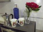 Café y agua por cortesía de la casa
