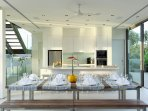 Villa Aqua - Dining and kitchen area