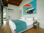 Villa Aqua - Bedroom with a touch of art