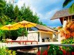 Baan Taley Rom - Pool deck loungers