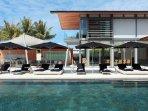 Villa Tievoli - Sun loungers by the pool