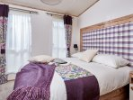 kIng size bed with en-suite with shower over bath
