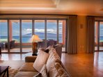 Livingroom with view of the Lanai island