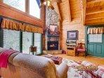 Living room of Hidden Treasures - 1 bedroom cabin in Wears Valley