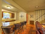 Four guests can enjoy meals at the breakfast bar.