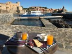 Breakfast by the harbour