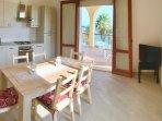 Cucina e sala da pranzo vista mare