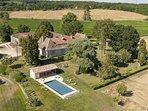 Magifique maison de maître avec son jardin à la française, sa piscine et son pool house