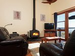 Cosy Lounge Room with a fire place - Arinya Lodge