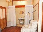 Room 2 en suite bathroom (Shower)