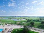 Victoria golfcourse 500m.
