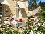 Salon de jardin , roses, soleil, terrasses, plein sud, ensoleillé, apéritif