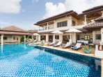 Swimming pool with 6 sun loungers and 3 sun umbrellas