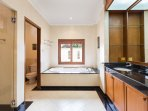 En-suite bathroom of Master Bedroom 2