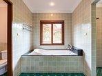 En-suite bathroom of Master Bedroom 1