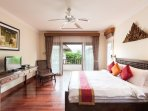 Bedroom 4 (35m2) with balcony and direct access to pool