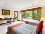 Bedroom 6 (35m2) with direct access to garden