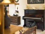 The Baganding Villa - Piano
