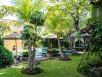 The Baganding Villa - Lush garden by the pool