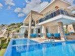 Villa Destiny 10m x 5m pool and Jacuzzi