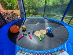 LETS JUMP IN THE BIG TRAMPOLINE (Diameter 3.05 m)