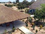 Site du Papayer et ses dépendances, terrasse, grande case à étages, allées, cabanon bord de mer.