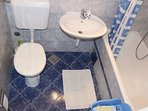 R4(2): bathroom with toilet