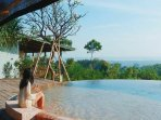 Shared 6 meter diameter infinitypool with spectacular views