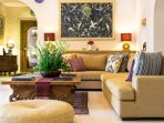 The Baganding Villa - Indoor lounging