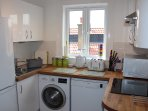 Fully fitted kitchen, washing machine, cooker, hob, dishwasher, Fridge/frezzer, microwave all equip.
