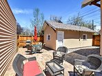 Enjoy sunny Colorado days, start a barbecue and lounge on the comfortable outdoor furniture!