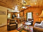 Make yourself at home in the cozy cabin atmosphere!