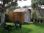 Sit Under The Shade Of The Juniper Tree. Full Sized Washer/Dryer In Large Shed.