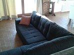 Zona relax con divano letto, tv satellitare e Wi Fi (in tutta la casa).