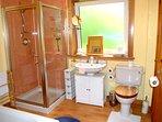 Large Bath/Shower No 1