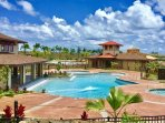 Pili Mai has a beautiful pool, hot tub, children's pool and air-conditioned gym.