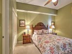 Wake up feeling refreshed and energized after a night spent in this queen-sized bed.