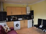 3 bedroom apartment, 2 bathrooms, 5 min. to tube, 20 min. to City Centre